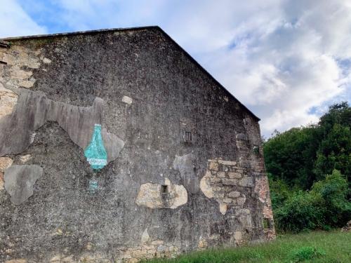 Bottle Wall 1920x1440